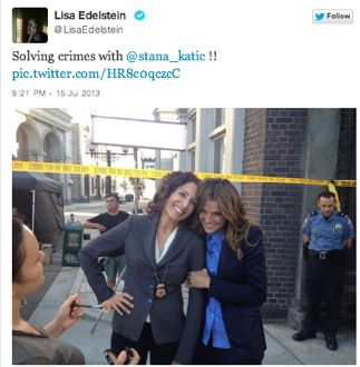 New Castle Season 6 Set Pic Shows Beckett Actress Kickin It With New